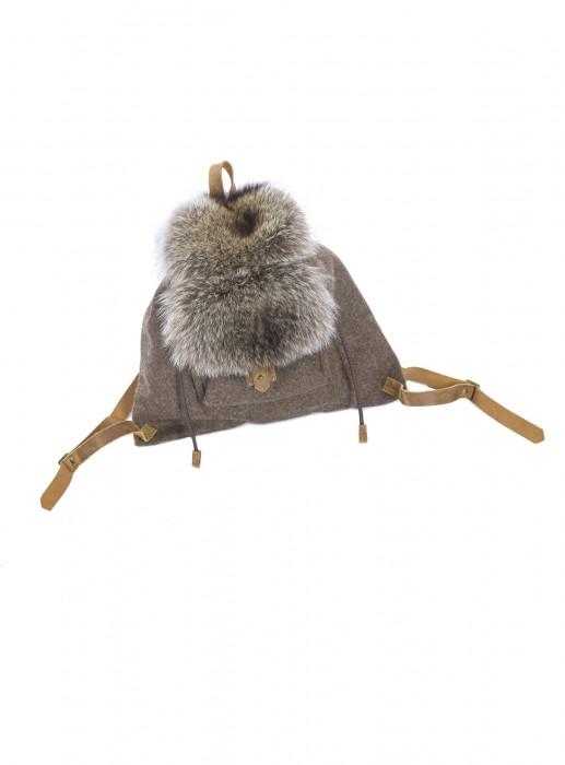 Kleiner Jagd Rucksack mit Waschbär